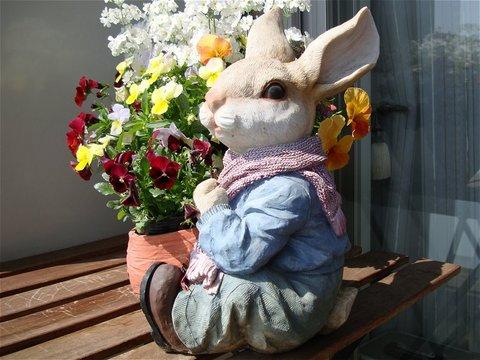 ウサギのフラワーポット